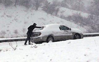 2015年2月11日,土耳其安卡拉遭遇強降雪。(ADEM ALTAN/AFP/Getty Images)