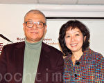 作家哈金(左)与BCNC董事主席钟洁姿。(杨天仪/大纪元)