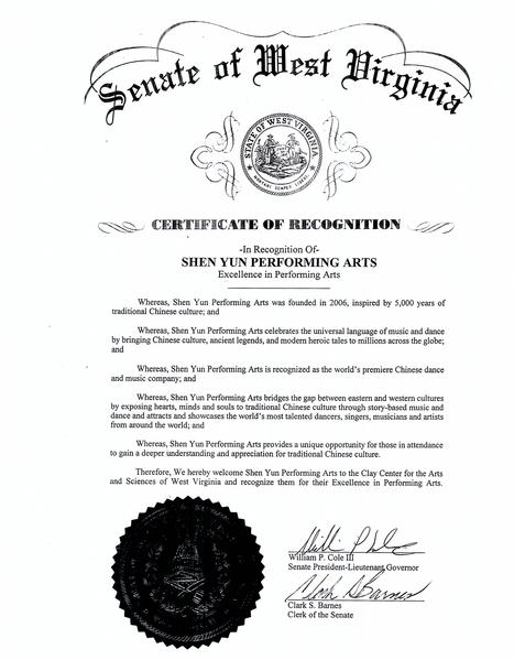 西維吉尼亞州副州長、州參議院議長William P. Cole III和州參議院書記官Clark S. Barnes聯署向神韻藝術團頒發「藝術卓越獎」。(大紀元資料室)