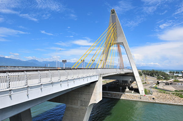 大鹏湾跨海大桥。(交通部观光局提供)
