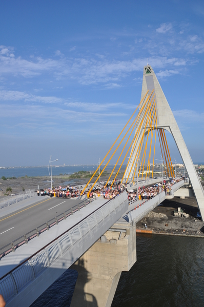 大鹏湾跨海大桥开桥秀。(图:交通部观光局提供)