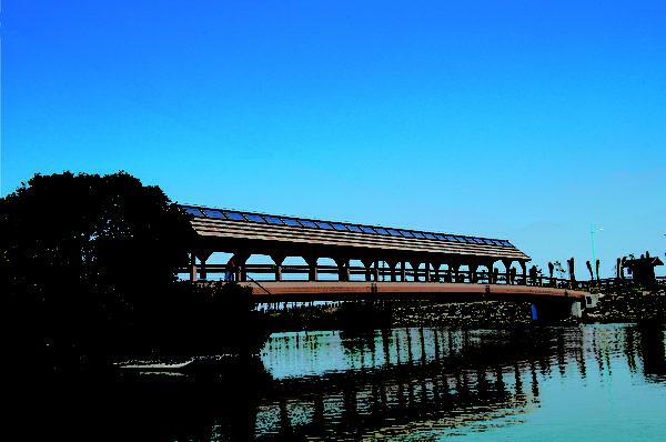 大鹏湾环湾自行车道桥亭。(图:交通部观光局提供)