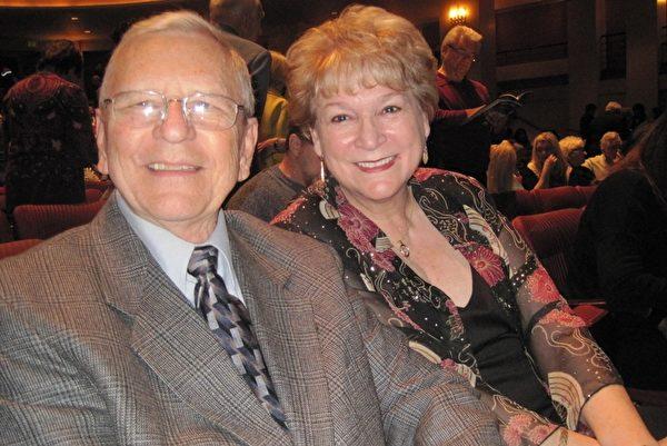從周邊城市來看神韻的Paul Kuhn夫婦和家人朋友觀看了2月19日晚神韻世界藝術團在聖地亞哥的演出後表示,喜歡演出傳遞了「善」的信息。(楊婕/大紀元)