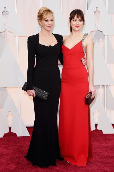 梅蘭妮‧格里菲斯與女兒達科塔‧約翰遜。( Jason Merritt/Getty Images)