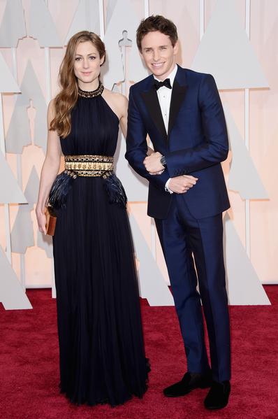 得獎呼聲很高的影帝入圍者埃迪‧雷德梅恩(《萬物理論》)與新婚妻子。(Jason Merritt/Getty Images)