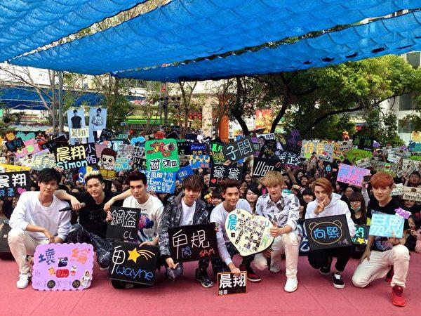 台湾型男团体SpeXial初三、初四抢先开工。(华纳提供)