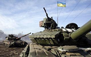 乌克兰当局指控亲俄叛军23日在乌国东南部城镇发射飞弹大炮。图为乌克兰军队驻扎在顿内茨的检查哨。(ANATOLII STEPANOV/AFP)