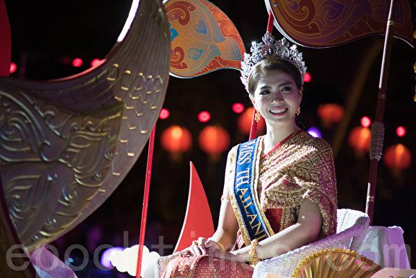 悉尼庆祝黄历新年花灯大游行的羊年小姐。(Henry Lin/大纪元)