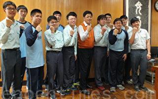 """台中一中12位拿下学测满级分同学跟自己说,""""赞!""""(黄玉燕/大纪元)"""