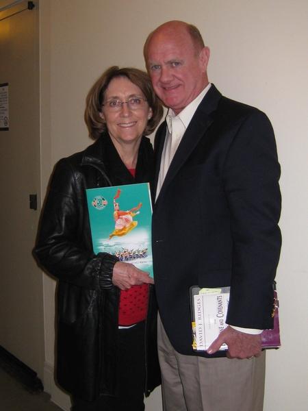 """律师事务所老板John Preston先生和太太Luan Preston赞叹神韵""""谦逊,干净,正义向上"""",并表示""""感受到演出展现的内涵,很感动""""。 (方圆/大纪元)"""