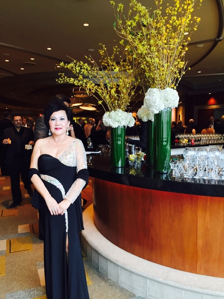 华裔制片人杨华沙应《雨人》编剧巴瑞莫若(Barry Morrow)邀请连续第二年参加奥斯卡奖颁奖典礼。(杨华沙提供)