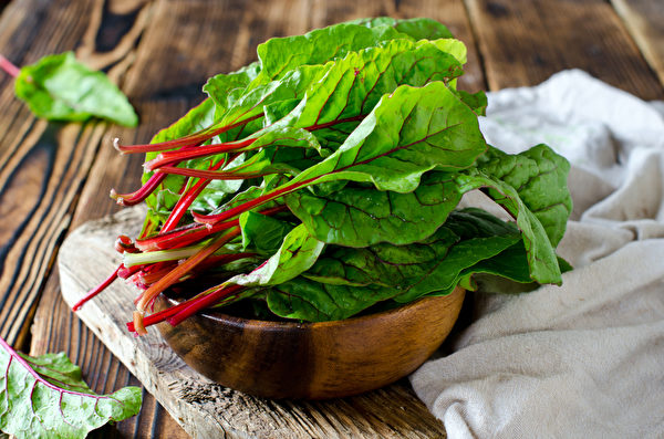 瑞士甜菜含有维生素B6和钾,能降低血压。(fotolia)