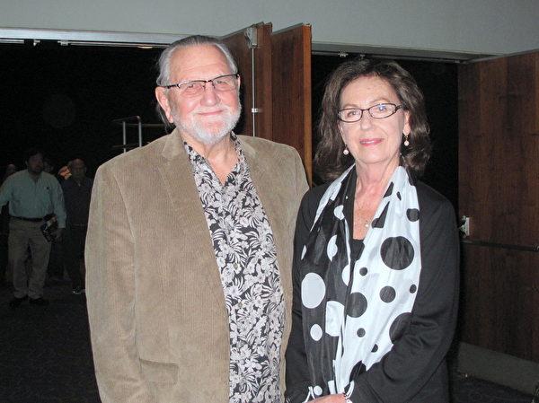 农场主Rick Pitts和太太Sherley欣赏了 2月27日晚神韵世界艺术团在贝克斯菲的第二场演出,盛赞演出美不胜收。(刘菲/大纪元)