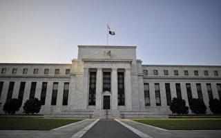 美聯儲去年自所購美國國債和抵押貸款支持證券投資組合中獲利上千億美元,扣除日常運營費用後,仍有969億美元上繳美國財政部。圖為美國聯邦儲備委員會。(Mladen ANTONOV/AFP)