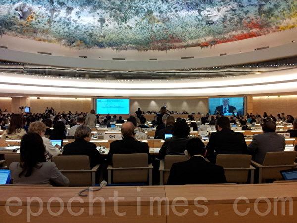 2012年9月第21屆聯合國人權理事會在日內瓦聯合國萬國宮召開。在聯合國人權理事會主席拉瑟瑞(Laura Dupuy Lasserre)女士主持的9月18日國際人權討論會上,全球大紀元總編輯郭君女士、國際教育發展組織的首席代表帕克(Karen Parker)博士提出了對中共活摘法輪功學員器官的指控,國際各國及國際非政府組織人權代表對此消息深感震驚。(大紀元圖片)