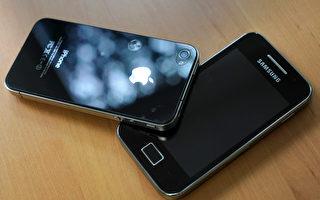 終於在2014年8月,蘋果和三星發表聯合聲明,同意停止美國以外國家的專利侵權訴訟,於是兩大龍頭的專利大戰趨緩。(DAMIEN MEYER/AFP)