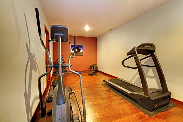 如果想在家里运动,保持身材,便宜的二手运动器材可以满足需求。但是,购买时需确定运动器材的状况是否良好可以使用。(Fotolia)