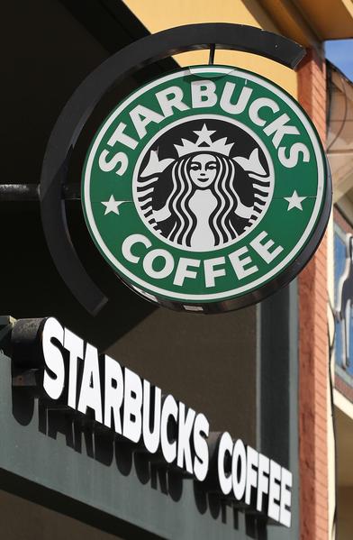 星巴克在星期三宣布,在2021年前增开12,000家新店。(Justin Sullivan/Getty Images)