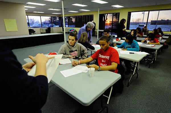 3月6日,美国教育部发布各州高中毕业率数据,加州以80.4%,在各州中(包括哥伦比亚特区)排名第31位。( Kevork Djansezian/Getty Images)