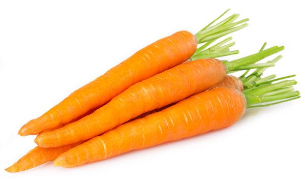 研究發現胡蘿蔔先煮熟再切成塊,可保留較多抗癌元素,係因切過的胡蘿蔔表面積增加,烹飪時與水的接觸面增加,抗癌元素逃出細胞壁束縛以至流失的更多。(Fotolia)