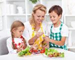 善用在家的機會,多用點巧思,不但能增進親子間互動,更能促進親子關係。(fotolia)