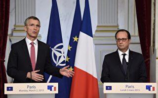 """法国总统欧兰德(右)2日会见NATO秘书长史托腾柏格)(左)后表示,法国不会容忍明斯克和平协议受到""""丝毫侵犯""""。(ERIC FEFERBERG/AFP)"""