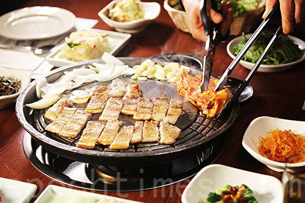 烤五花肉。(李今春/大纪元)