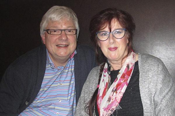 Rob Groeneweg先生是荷兰城市规划部门的第一负责人,他和太太第一次观看神韵表演,他们被艺术家们的高超技艺深深感动。(麦蕾/大纪元)