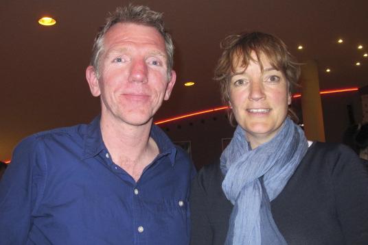 来自阿姆斯特丹的Timmer夫妇为了观看神韵演出驱车一个小时专程赶到海牙。(麦蕾/大纪元)