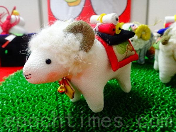 """日本""""女儿节""""家家户户要装饰""""御雏样""""偶人。""""羊""""偶是羊年的主题之一。(和和/大纪元)"""