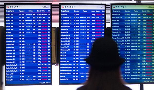 3月5日,美国纽约拉瓜迪亚机场,达美航空的班机均被取消。(Andrew Theodorakis/Getty Images).