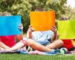 让孩子阅读图片精美,文句精炼生动的绘本,并善用孩子反复读同一故事而不厌倦的特点,就能轻松地让孩子从小记住很多优美的故事和文句。(fotolia)