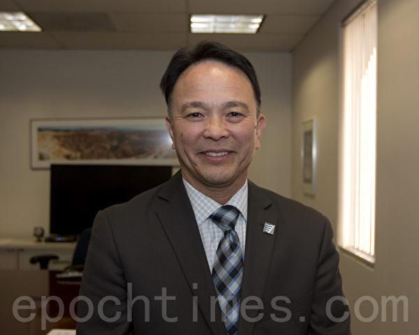 主管空氣質量的政府部門——舊金山灣區空氣質量管理局(BAAQWD)法規執行主管Wayne Kino。(馬有志/大紀元)