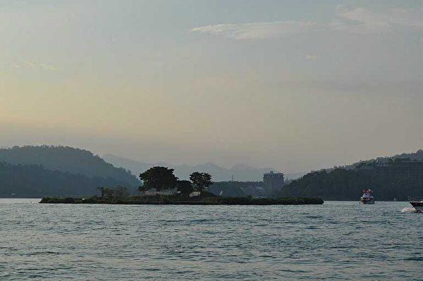 拉魯島(珠山)今貌(2013年,拍攝地點:日月潭遊湖途中)。(圖片提供:tony)