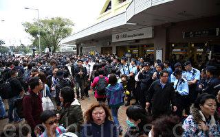 周日上水反水货客示威活动相当和平,转往屯门后才发生冲突。(潘在殊/大纪元)