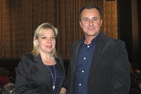 企业家Rączka夫妇驱车2个多小时来到罗兹(Łódź),就只为观看神韵的演出。(麦蕾/大纪元)