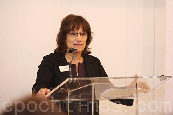 第一资本主管社区事务和推广的副总裁Carolyn Berkowitz。(钟鸣/大纪元)