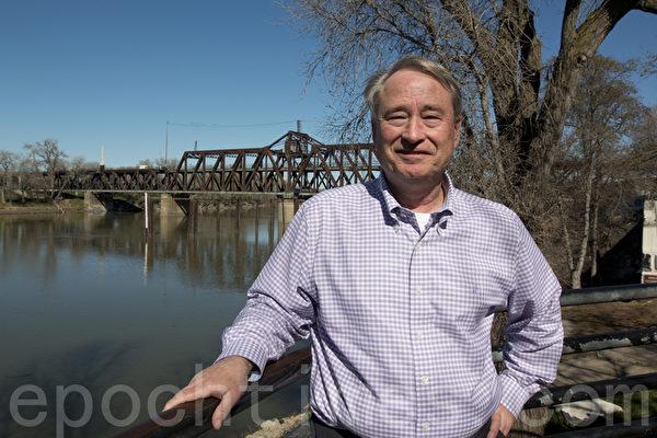 紀錄片《金山的華裔建造者們》製片人比爾‧喬治。(馬有志/大紀元)