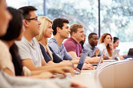 除了商科,这两年被中国留学生追捧的就是计算机和工程专业。(Computer & Mathematical Science)。(Fotolia)