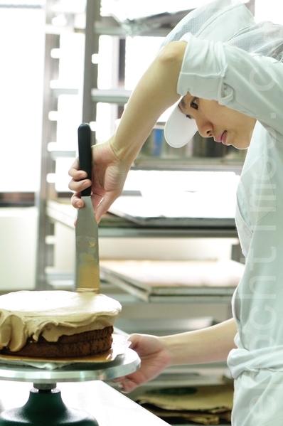 雪樱坊烘焙主厨杨舒咏,专心调制最动人的幸福滋味。(李佩璟/大纪元)
