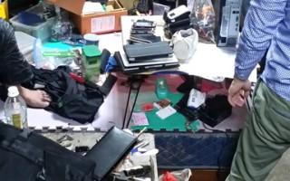 中坜警杂物堆中搜出多支手机电脑赃物(徐乃义/大纪元)