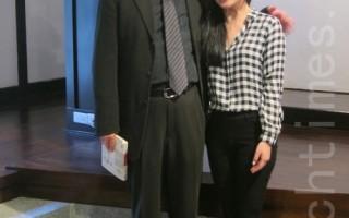 2014《饮食文选》新书发表会暨八周年纪念茶会,日前于齐东诗舍举办,图为台湾知名美食作家、中央大学中文系专任副教授焦桐(本名叶振富)与他的女儿二鱼文化发行人叶珊合影。(钟元/大纪元)