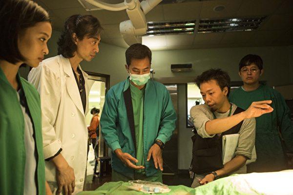 醫療推理劇《麻醉風暴》於手術室實景拍攝。(公視提供)