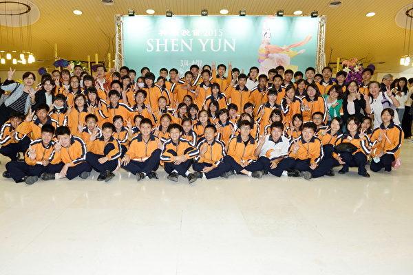 云林县土库镇马光国中约140名师生观赏3月20日神韵演出。(苏玉芬/大纪元)