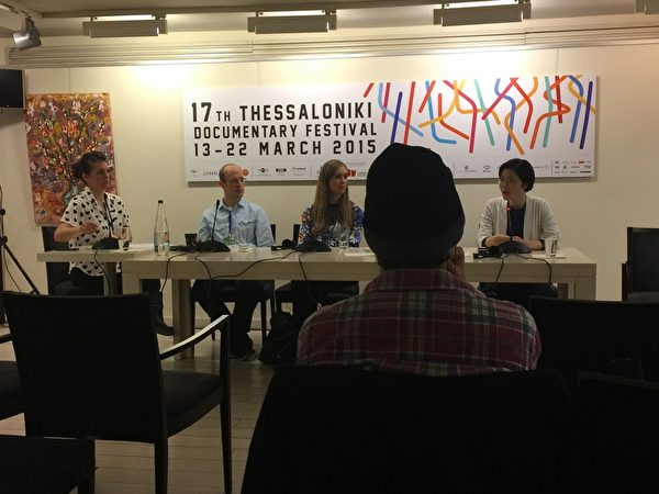 希臘第17屆THESSALONIKI記錄片電影節於3月13~22日在THESSALONIKI市亞理斯多德廣場奧林匹亞大廈Pavloszannas劇場舉行。3月17日,為當日首播的3部影片舉行的導演和製片人的新聞發佈會在希臘THESSALONIKI市亞理斯多德廣場的書店內舉行。 (傑森/大紀元)