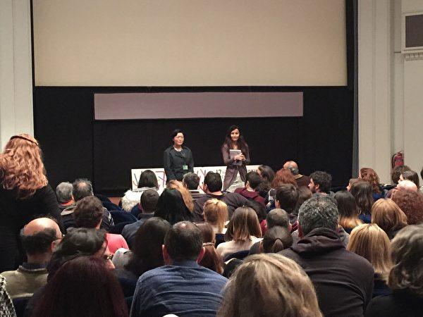 希臘第17屆THESSALONIKI記錄片電影節於3月13~22日在THESSALONIKI市亞理斯多德廣場奧林匹亞大廈Pavloszannas劇場舉行。3月17日晚在有約200個座位的Pavloszannas劇場首場放映《超越恐懼》。電影票在演出前全部售空。在演出結束後,影片的製作人和導演馬文璟在現場翻譯的幫助下回答觀眾的問題。(傑森/大紀元)