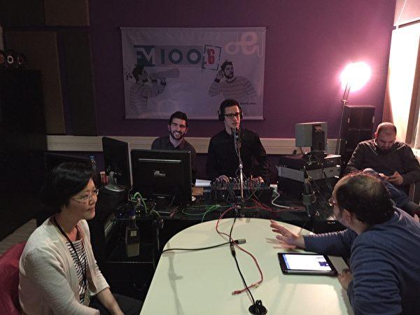 希臘第17屆THESSALONIKI記錄片電影節於3月13~22日在THESSALONIKI市亞理斯多德廣場奧林匹亞大廈Pavloszannas劇場舉行。3月19日晚7點,《超越恐懼》影片的製作人和導演馬文璟被THESSALONIKI市當地一家廣播電台(FM100.6)邀請參加當天的直播節目。(傑森/大紀元)