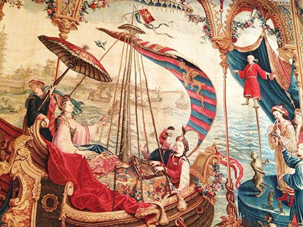 法国挂毯之一《皇后的海上出游》局部图,法国艺术家想像描绘顺治皇后海上出游,三位乐师琴师随行的画面。(Juliet Zhu/大纪元)