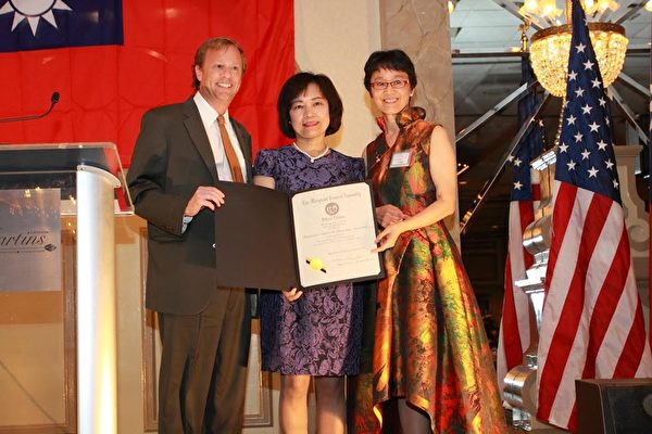 白越珠出席马州台美协会举办双十晚会。(白越珠提供)