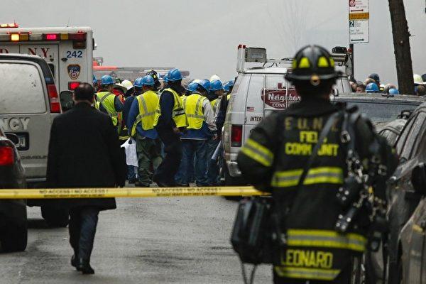 纽约市200多名消防队员在现场救灾。(AFP)